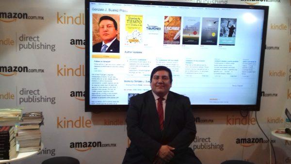 Autor en la FIL con Amazon